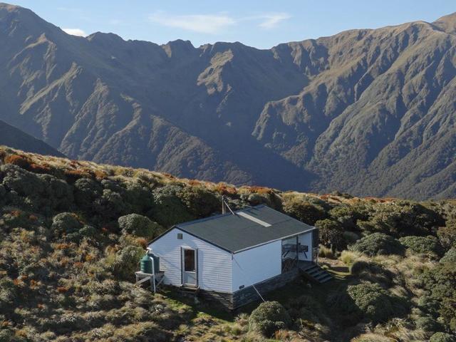 Jumbo Hut - right on the tops!
